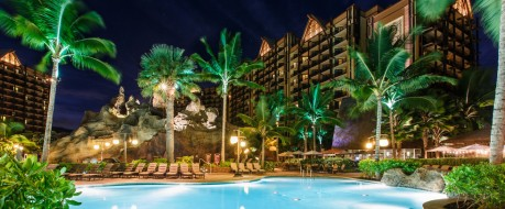 Hawaii blesses the Aulani pool at night with tropical warmth