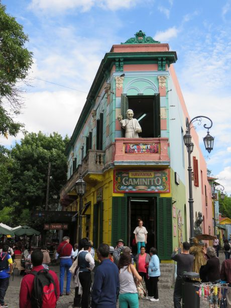 Carved statue of the Pope waving  in La Boca