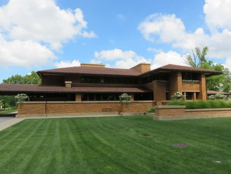 Frank Llloyd Wright's Darwin Martin House, his most iconic prairie -styled home.